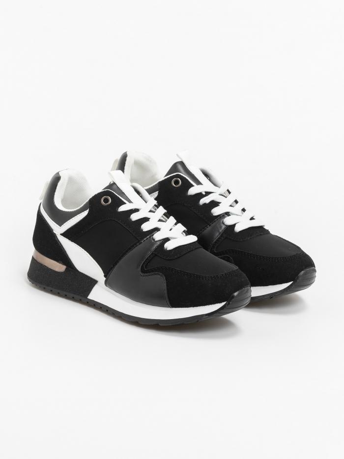 Sneakers με μεταλλικά details