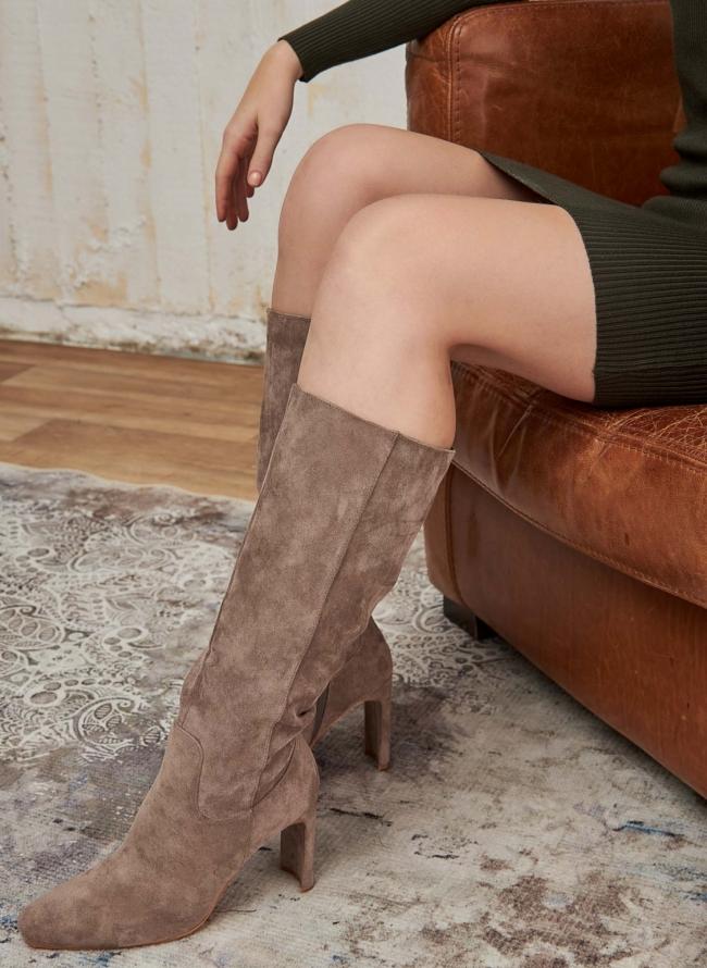 Suede μπότες με γεωμετρικό τακούνι