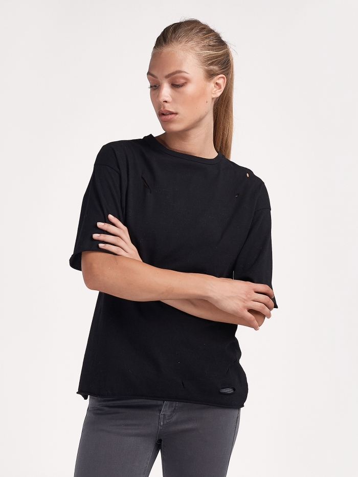 T-Shirt με σκισίματα