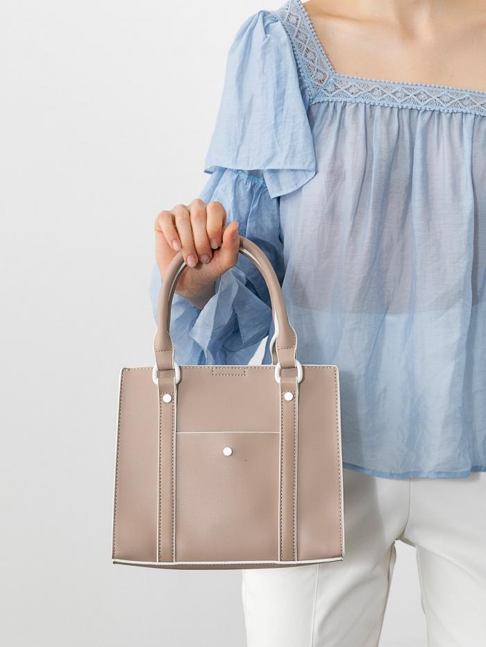 Τσάντα χειρός σε μικρό μέγεθος