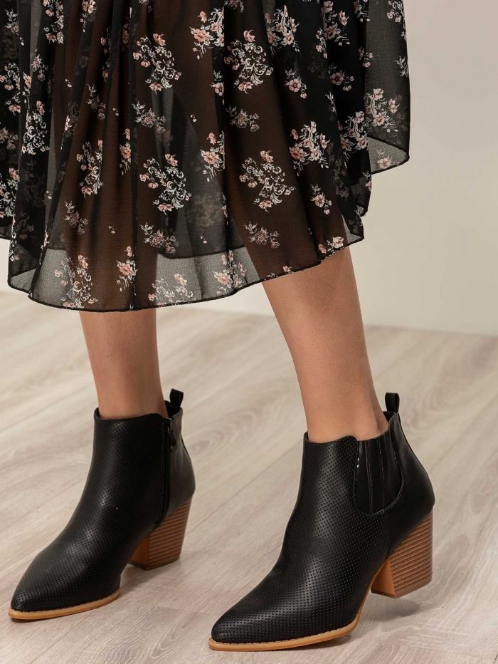 Western ankle boots με εσωτερικό φερμουάρ