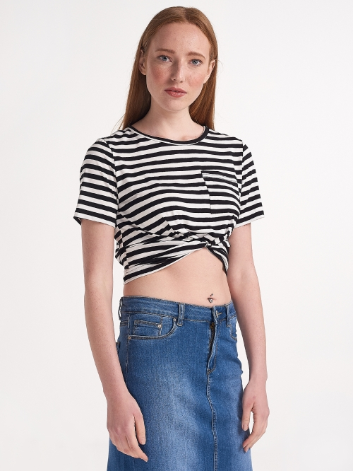 Κοντό ριγέ μπλουζάκι